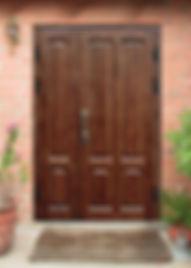Изготавливаем нестандартные уличные двери для загородного дома