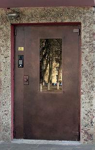Металлические двери любого размера и комплектации