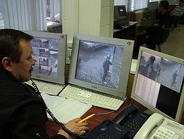 Комплексная система контроля доступа и видеонаблюдение в подъезде позволяют мониторить ситуацию внутри и снаружи жилого дома