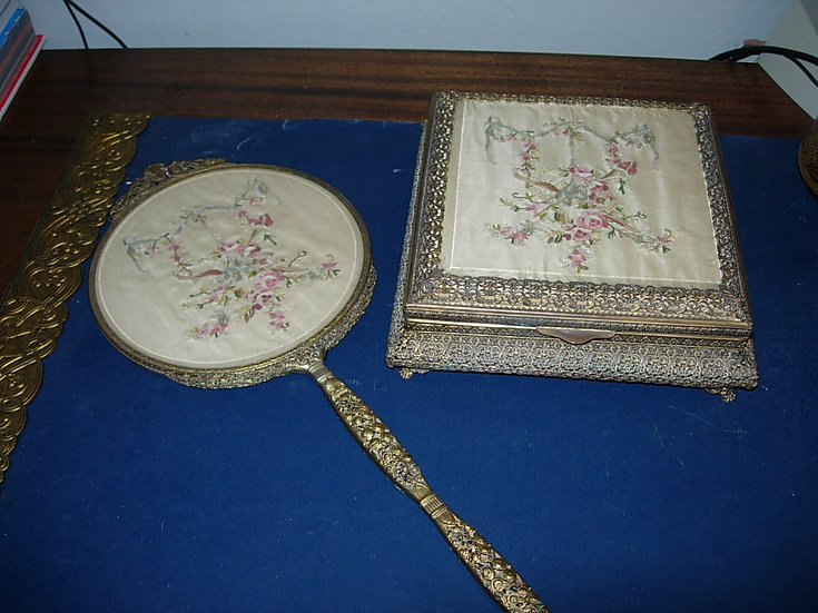 Arrow Dresser Set