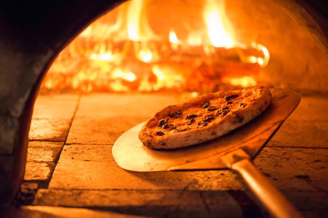 Deliciosas Pizzas Veganas, com surpeendente massa de fermentação natural, tipica Italiana, na charmo