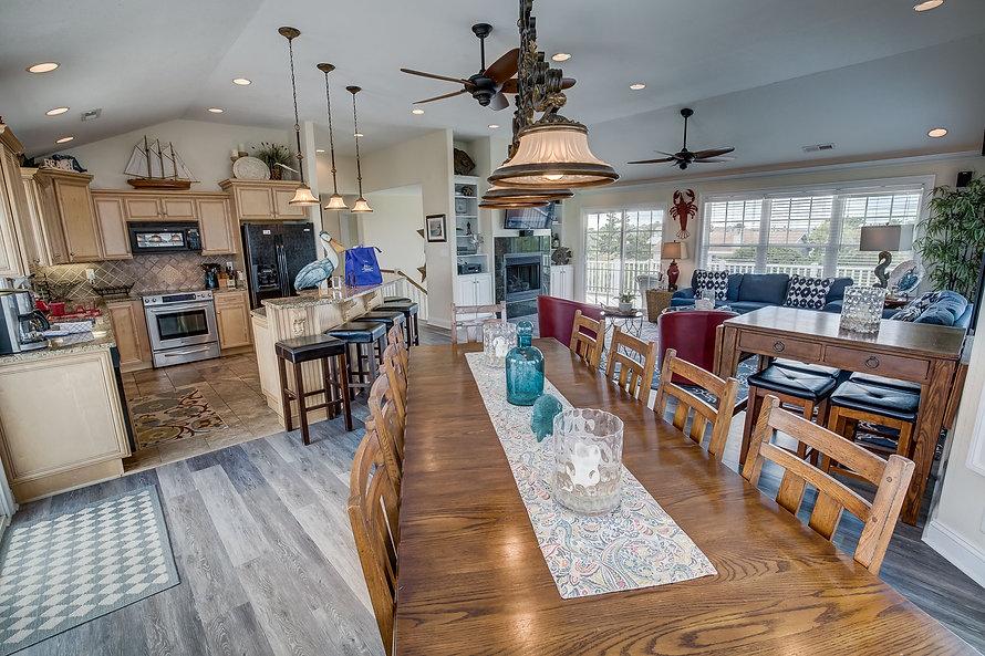 Koinania Cottage - living area + kitchen