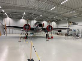 Den otevřených dveří hangáru, Electra