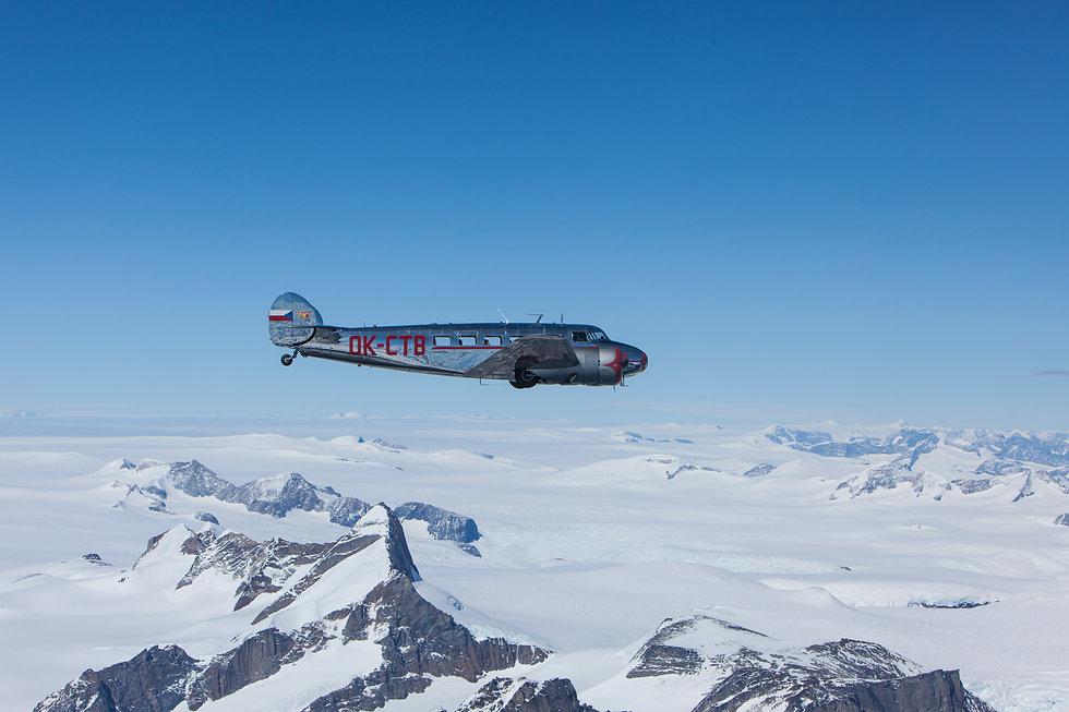 Electra letí nad grónským ledovcem