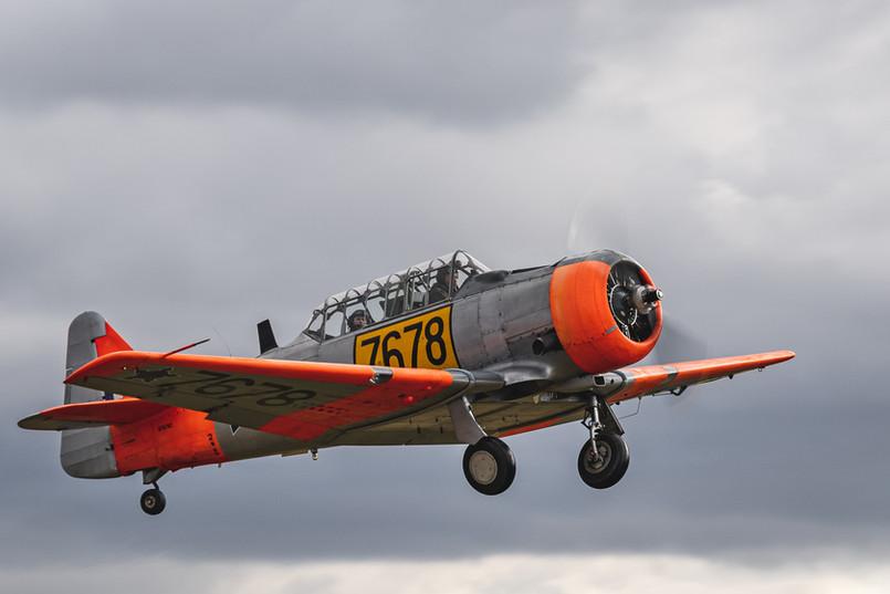 AT-6C Harvard po vzletu