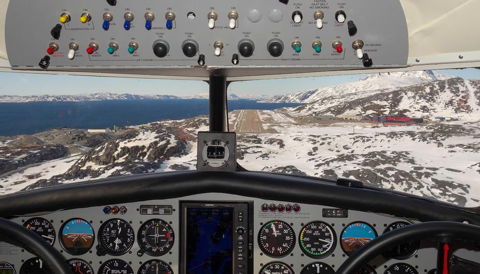 Electra přistávající v Nuuk, Grónsko