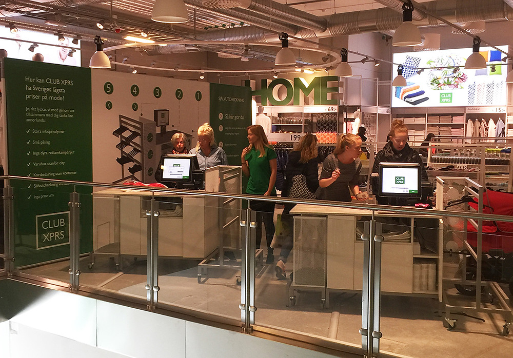 Stor interesse: Det har vært stor interesse blandt kundene til de nye selvbetjeningskassene hos ClubXPRS i Sverige