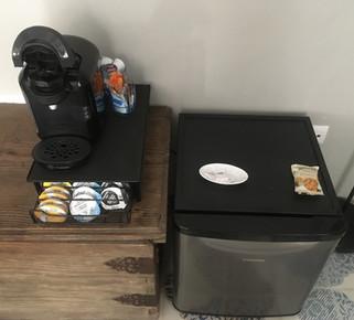 Mini nevera y cafetera en cada habitación