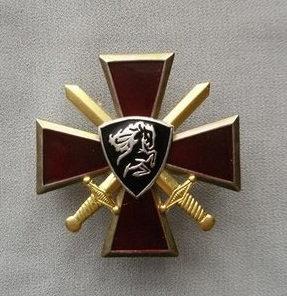 Значок мет. Конь ВВ (крест и мечи)