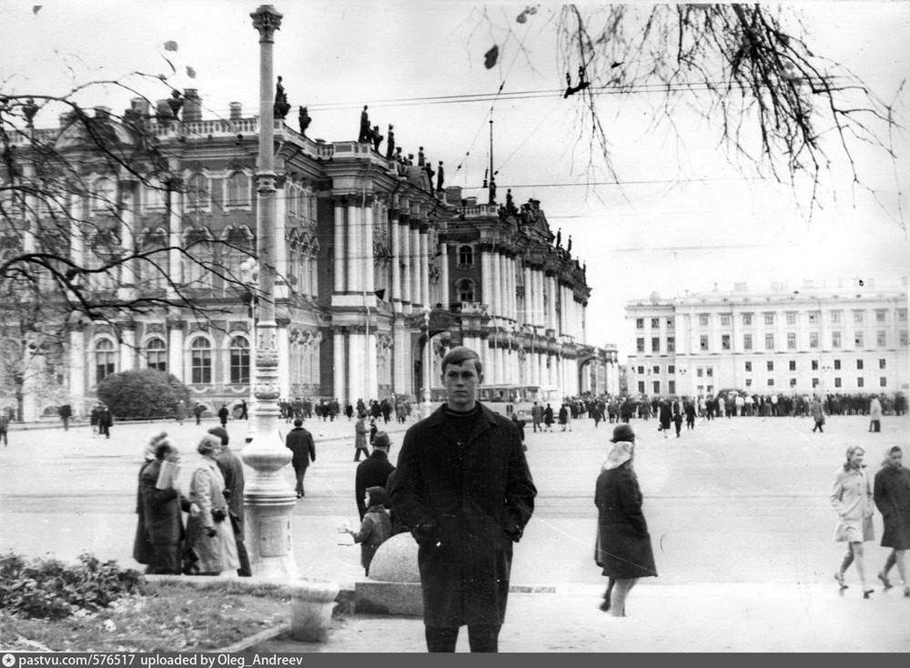 Вид на Эрмитаж и Дворцовую площадь