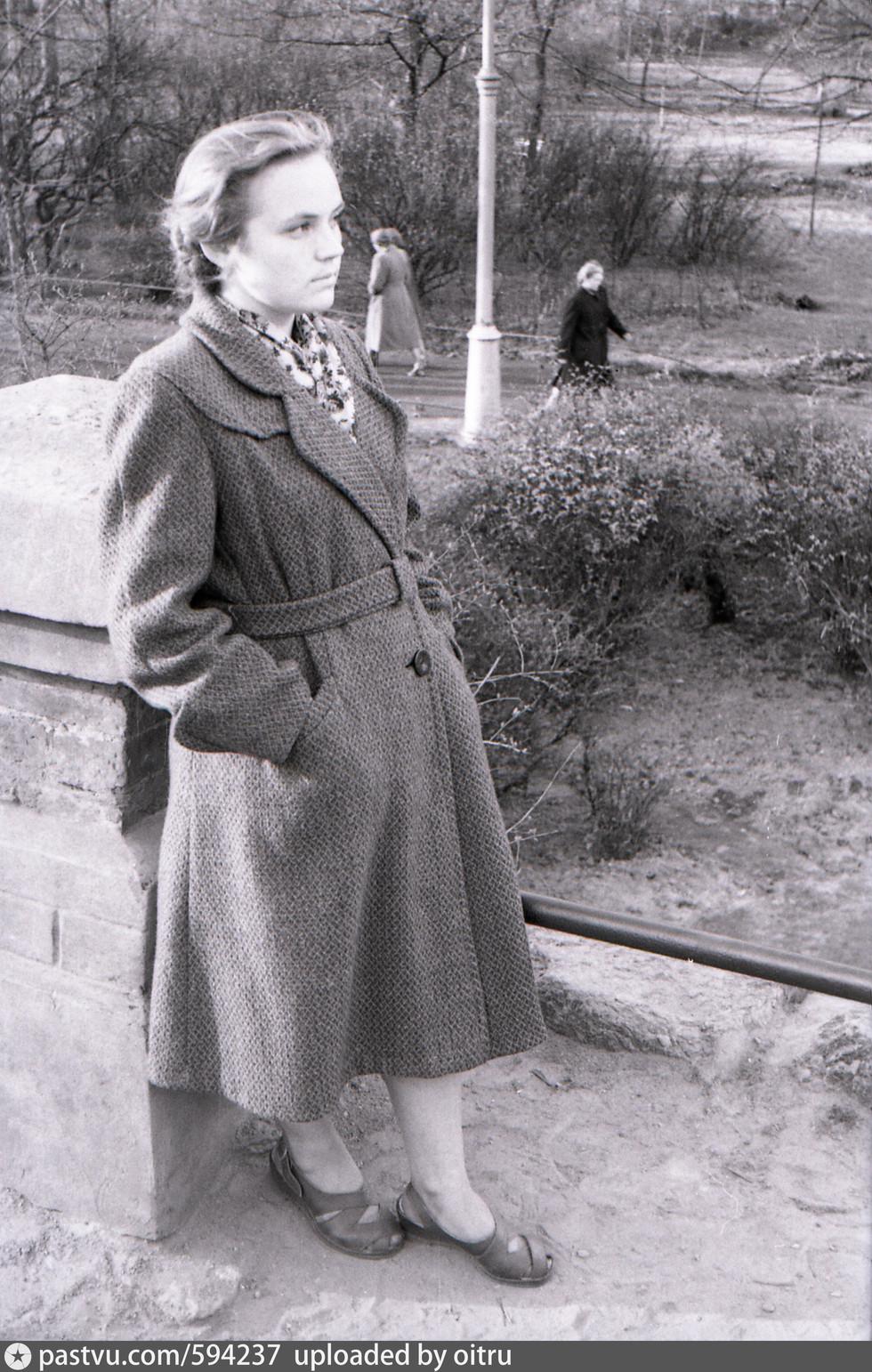 В парке Ленина, возле грота