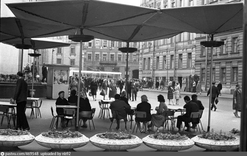 Летнее кафе на улице Восстания