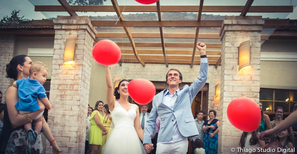 Saída do casal com balões