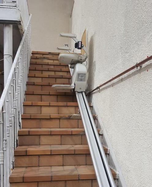 Monte-escaliers droit exterieur