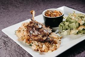 Cuisse de Canard confite du Domaine de Limagne, Truffade et salade verte