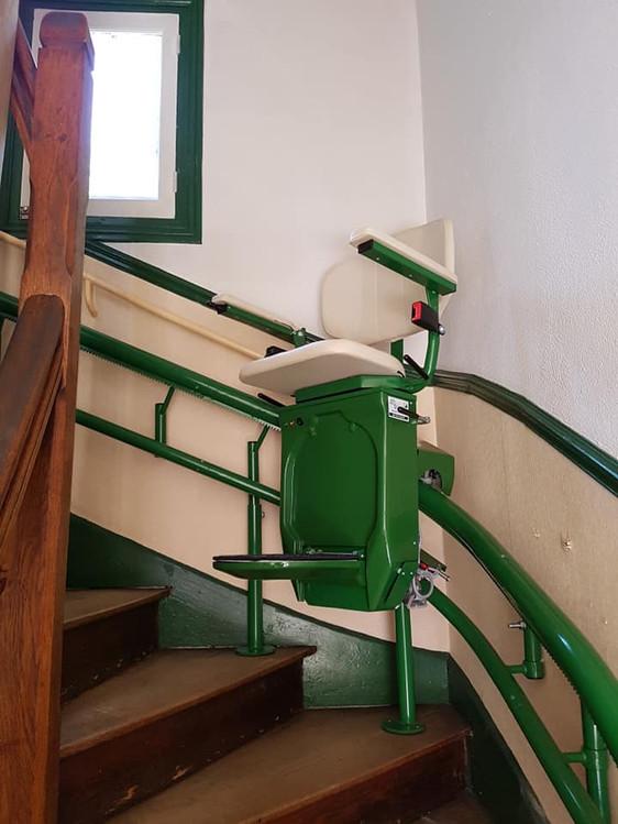 Monte-escaliers vert