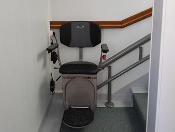 Monte-escaliers courbe