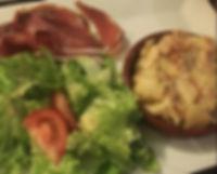 Truffade, jambon d'Auvergne et salade verte