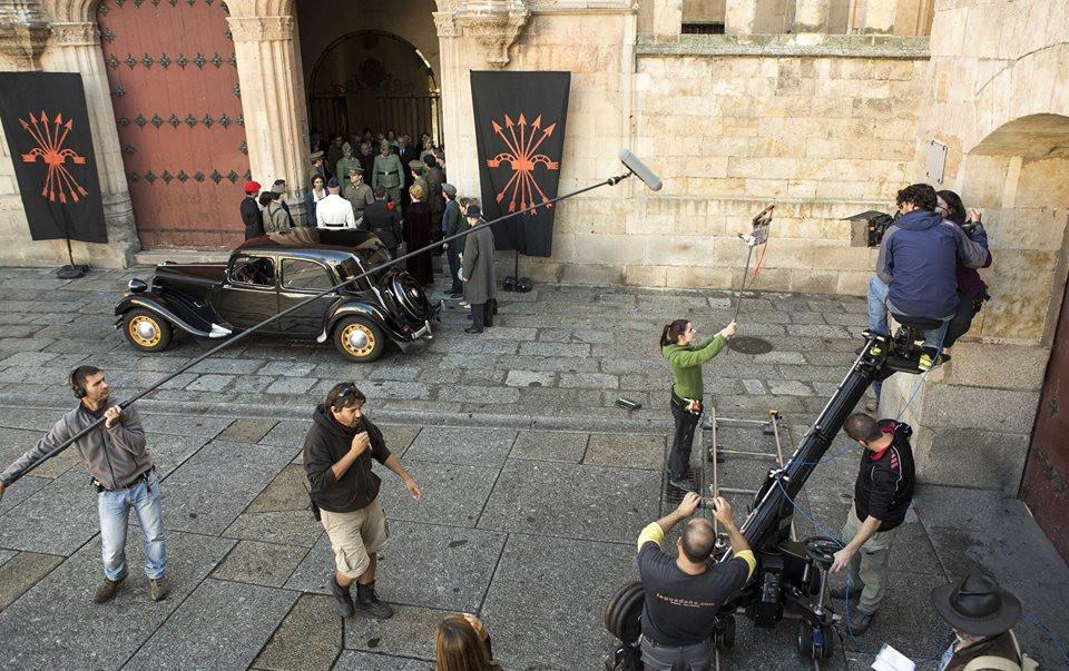 Съёмки фильма «Унамуно в Фуентевентура» у главного входа Университета Саламанки