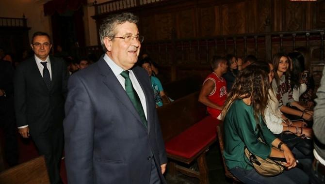 Ректор Папского университета Анхель Галиндо