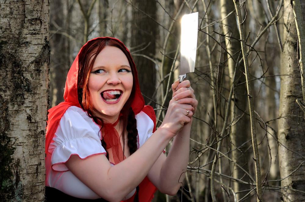 Caperucita Roja se ha vuelto una psycho killer.