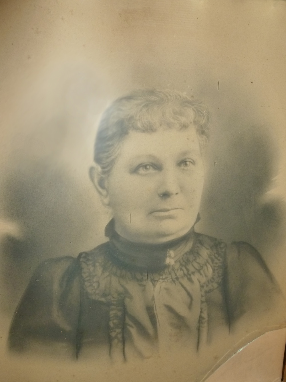 Picture of unknown woman who may possibly be Lydia Cronkhite Fox.