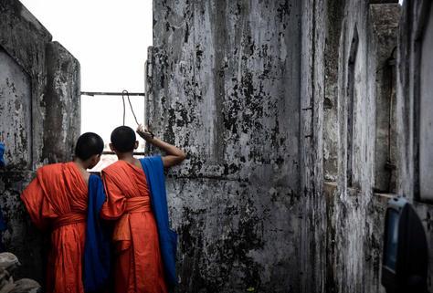 Monks Sightseeing - LAOS