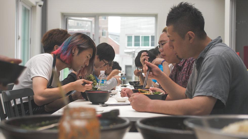 Hiki Eating Together.jpg