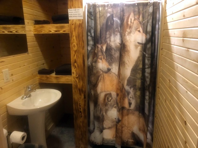 Wolf Cabin Bathroom