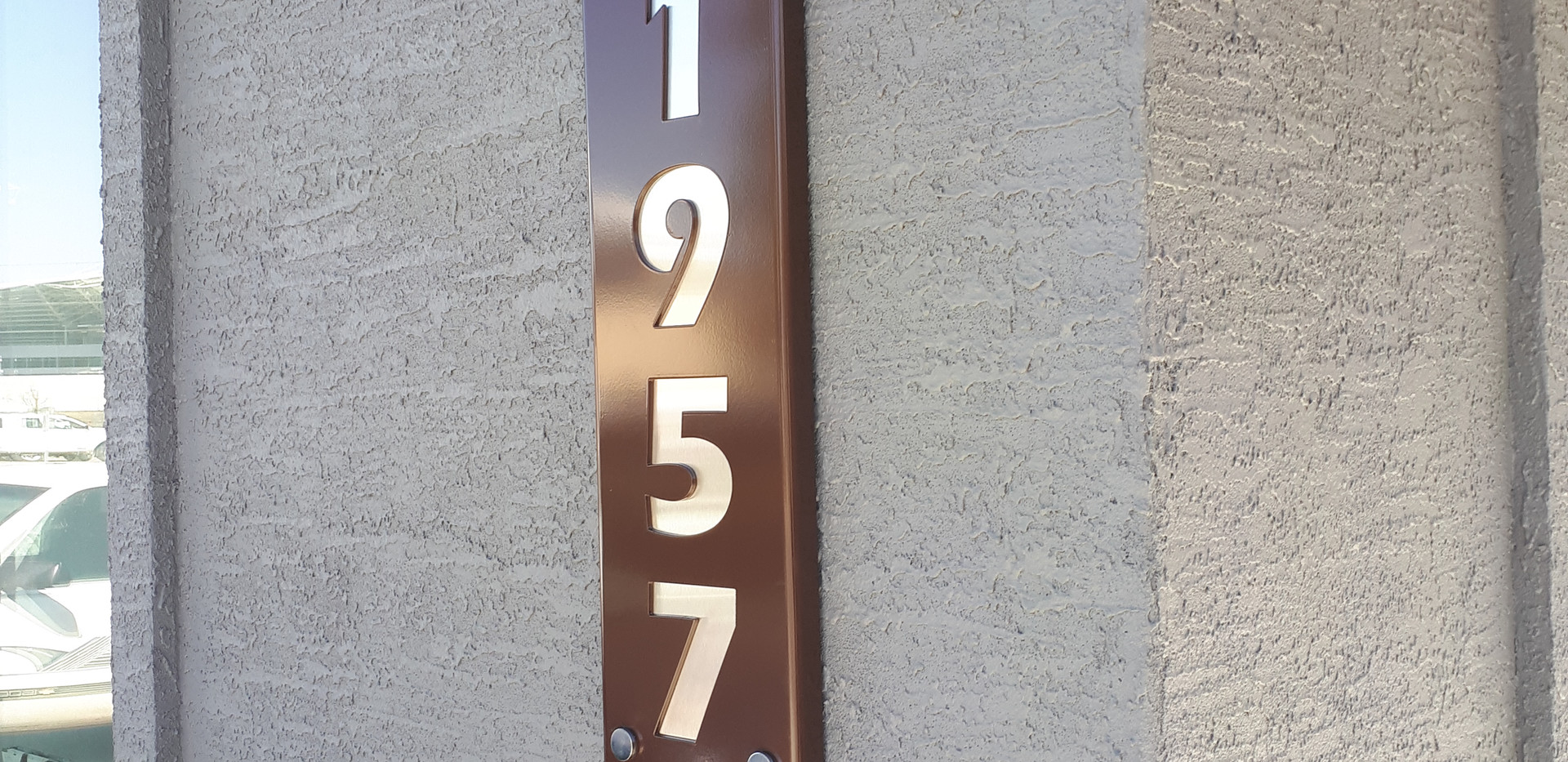 house number vertical