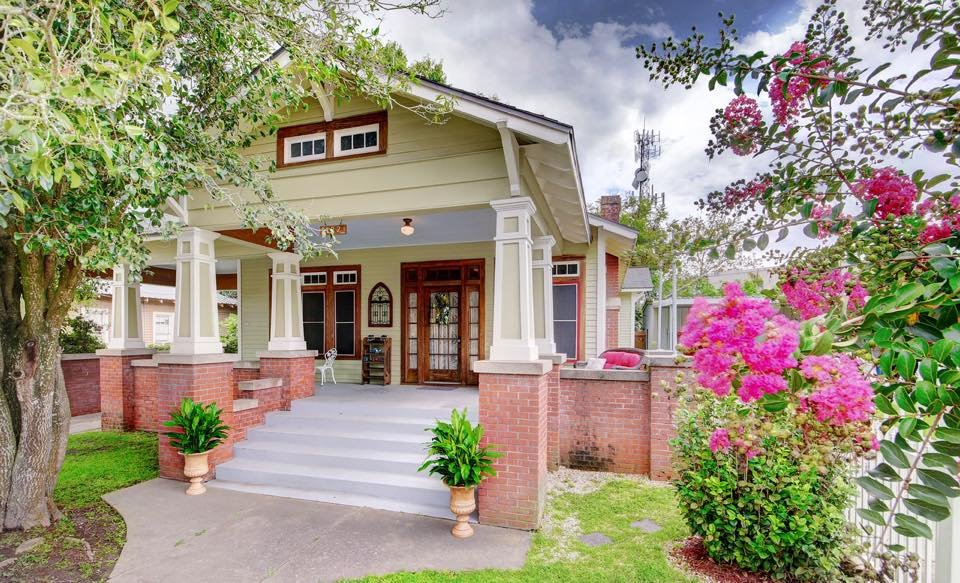 b & b front house