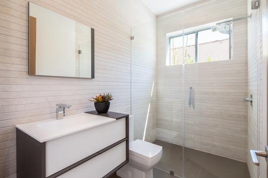 VG I Office Bathroom