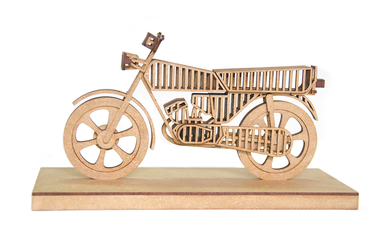 4.Wooden desk decor of the Yamaha 100