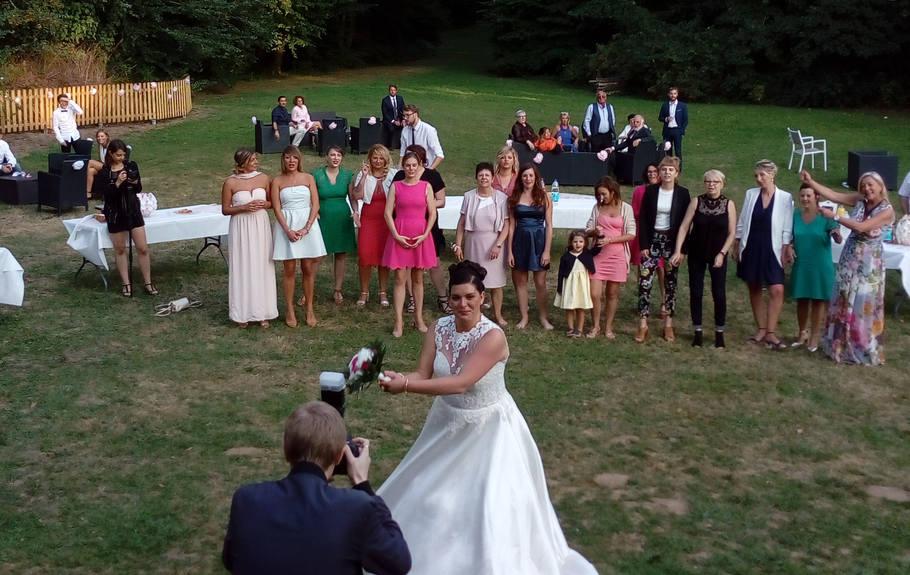 lacher de bouquet de la mariée