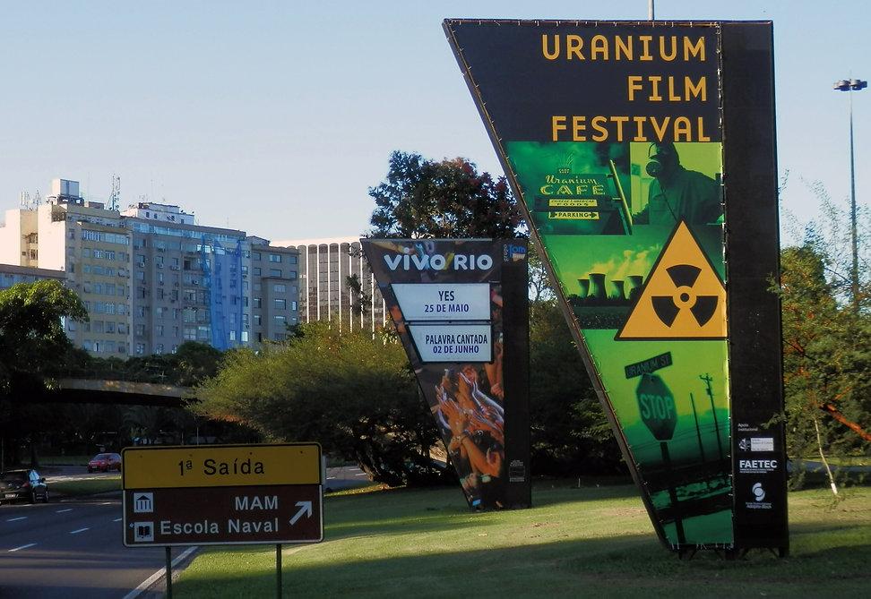IUFF Cartaz na Avenida.jpg