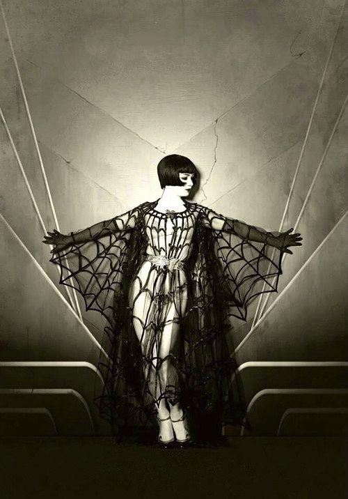 """""""Man eater; and braless"""" Some Thoughts on the Poem """"Metamorphosis"""" from See the"""