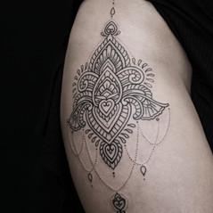 tatuaje lineal ornamental.jpg