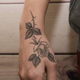 tatuadores linea fina.jpg