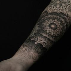 tatuadores puntillismo.jpg