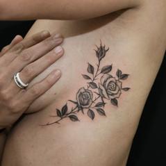 blackwork tattoos puntillismo.jpg