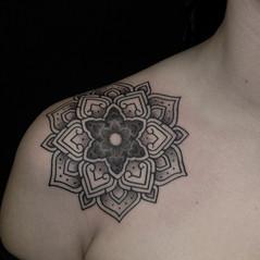 tatuadores mandala puntillismo.jpg