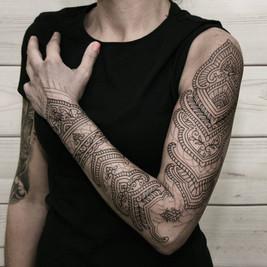 tatuaje ornamental lineal.jpg
