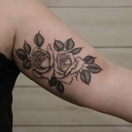 tatuador rosas.jpg