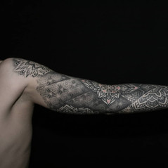tatuadores dotwork.jpg