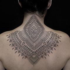 tatuadores linea ornamental.jpg