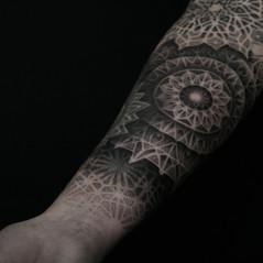 tatuadores puntillismo madrid.jpg