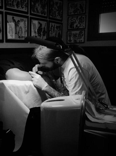 Aitor Irimia- Tatuador puntillismo y mandalas Madrid