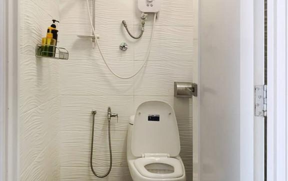 share toilet a.jpg