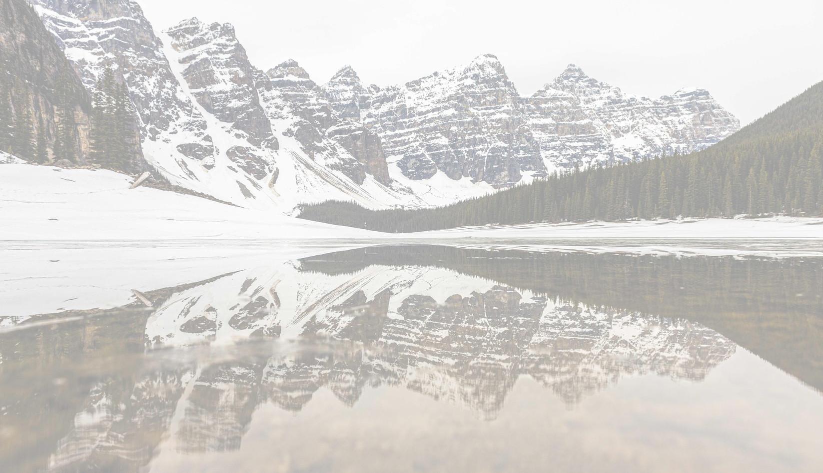 Moraine_Lake_Reflection_Canada_Banff-1_e