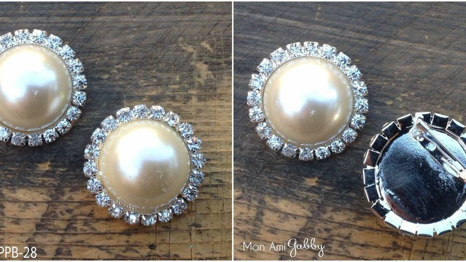 Pearl Brooch with Rhinestone